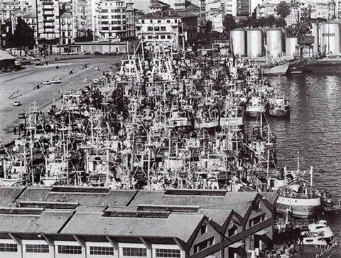 No cabían los barcos para descargar el pescado #Coruña #Puerto #dMudanza Foto de Juan Carlos Somorrostro Vázquez.