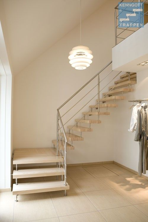 Moderne houten trappen, prachtig afgewerkt met afzelia, noten, eiken of beuken