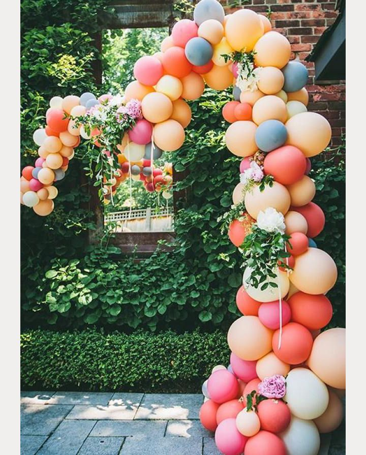 love this gorgeous balloon wedding arch!  ~  we ❤ this! moncheribridals.com