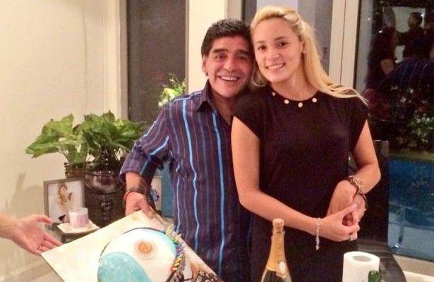 La novia de Diego Maradona confirmó que se casarán - Rocío Oliva, la novia del extécnico de la selección argentina de futbol, Diego Armando Maradona, confirmó que ambos se casarán en Roma antes de f...
