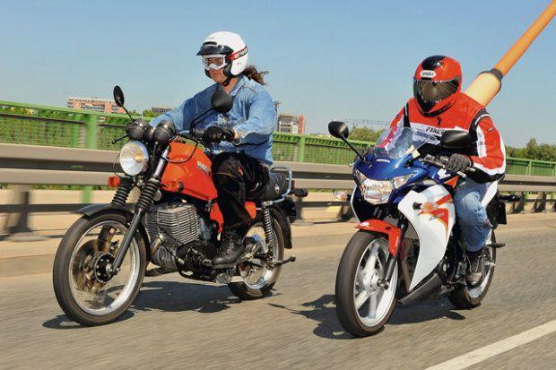 z10874607Q,Honda-CBR-250R-vs-MZ-ETZ-251.jpg 620 ×413 pixels