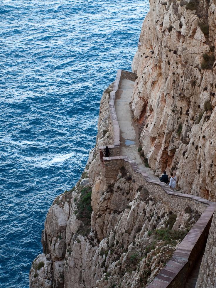 """Po """"kozích schodech"""" do Neptunových jeskyní"""