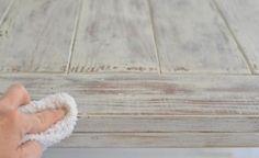 meubles vintage DIY: traiter d'un chiffon humide avant de sécher