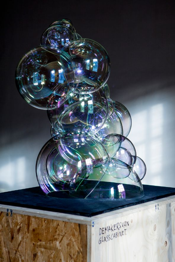 Completely made of borosilicate glass, the Bubble Cabinet is huge cluster of soap bubbles: beautiful, bright and incredibly fragile, it encloses deep iconic meanings related to our contemporary