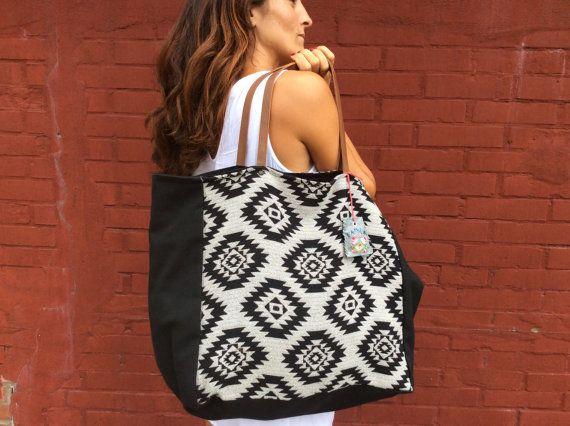 Tote bag  ethnic fabric and black canvas. VINTAGE por LAMILAcanvas2