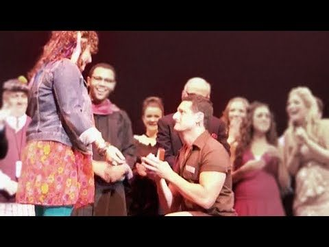 Actor Proposes To Girlfriend on Stage After Legally Blonde Musical-My kind of proposal!