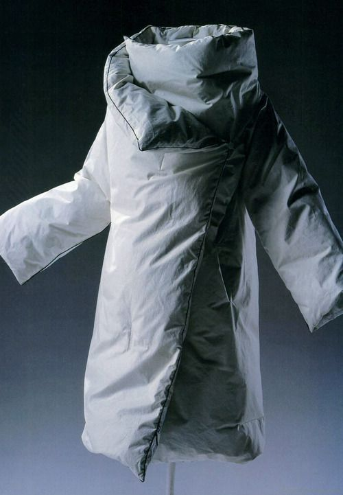 spring1999: maison martin margiela f/w 1999 duvet coat white cotton plain filled with down; brown cotton piping at edge; rectangular shape when unfolded; detatchable sleeves