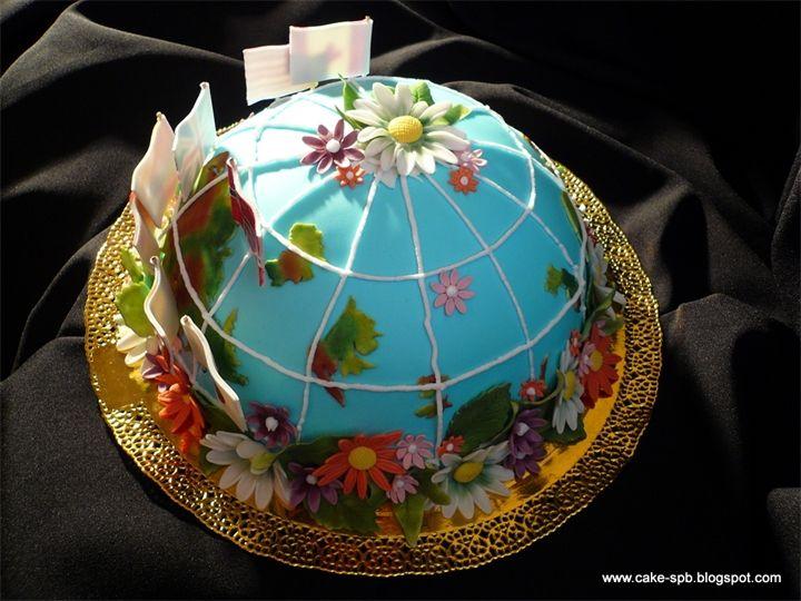 Торт Глобус Этот невероятно красивый торт станет роскошным подарком к празднику. Бисквитные кусочки пропитаны карамельным сиропом, смешаны с арахисом, изюмом и кремом растительным ...