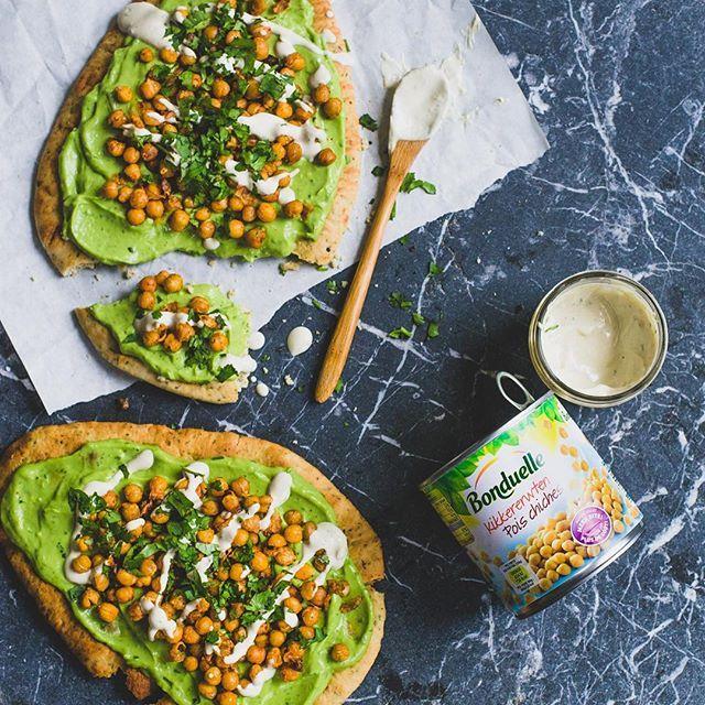 Naanbrood met avocadocrème en geroosterde kikkererwten - De groene meisjes