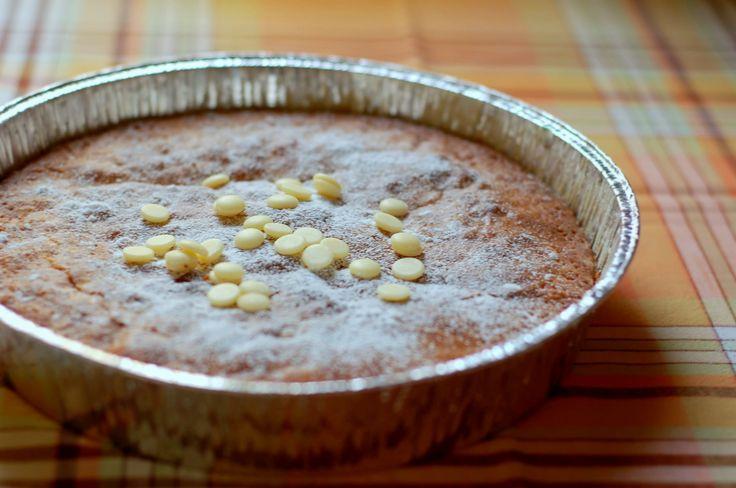 Saffran och vit choklad är en alldeles himmelsk kombination. Som kladdkaka blir den inget mindre än fantastisk.   100 g smör 100 g vit choklad 2 ägg 2 dl socker 2 tskvaniljsocker 2 1/2 dl vetemjöl 1...