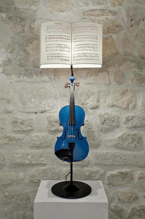 LAMPARAS CON INSTRUMENTOS MUSICALES DE CUERDA http://bilbolamp.blogspot.com.es/2013/04/lamparas-con-instrumentos-musicales-de.html
