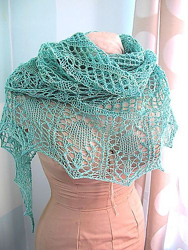 I am so making this. Looks like a good project for the tons of pea soup green sport yarn I've got stashed. (Glam Shells by Marisa Hernandez)
