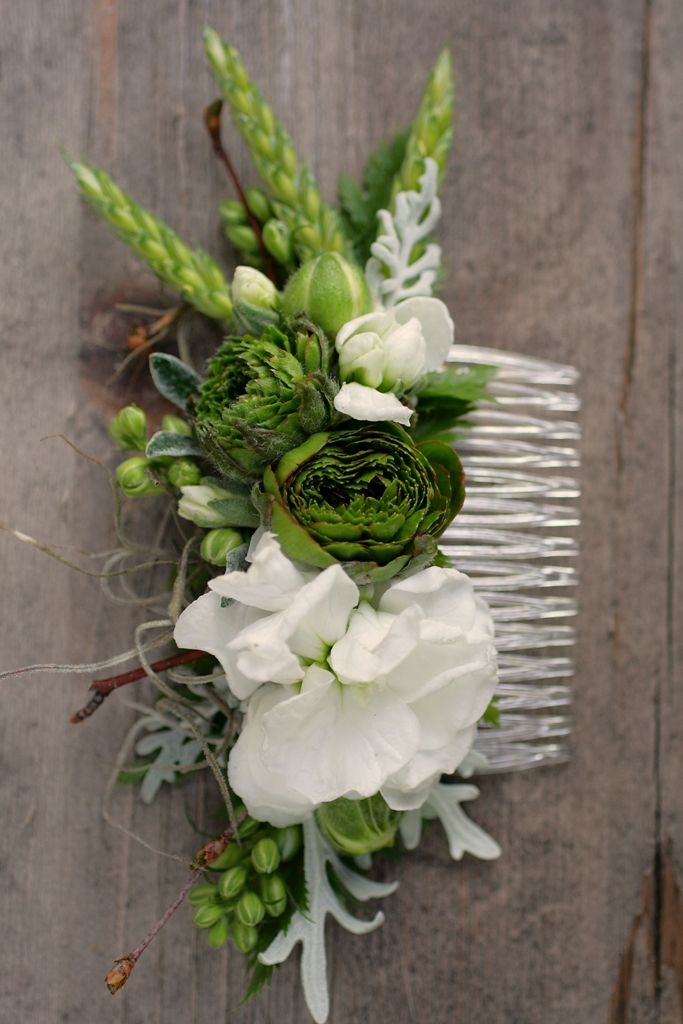 Spring comb with ranunculus, stock, and wheat