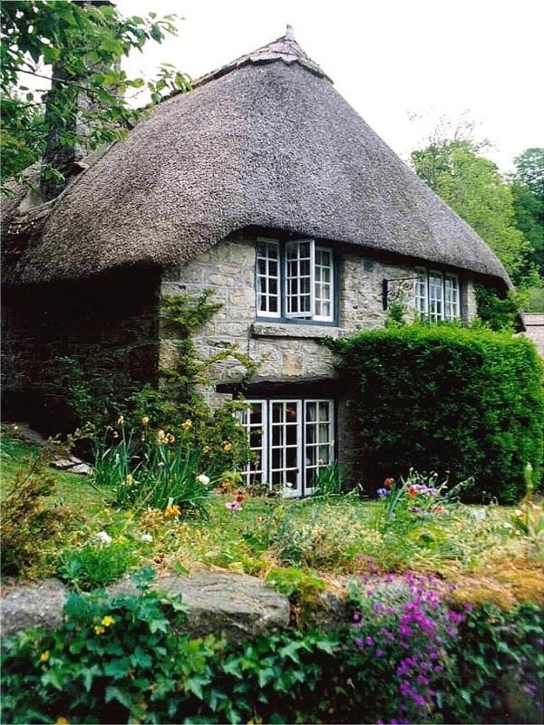 Diamond Cottage, another view