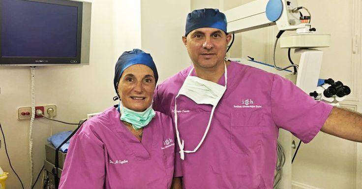 El Dr. Hoyos-Chacón y la Dra. Cigales estrenando nuevos gorros #ANTIBACT 😎😎  @RH_RobinHat #quirófano #oftalmología #Sabadell