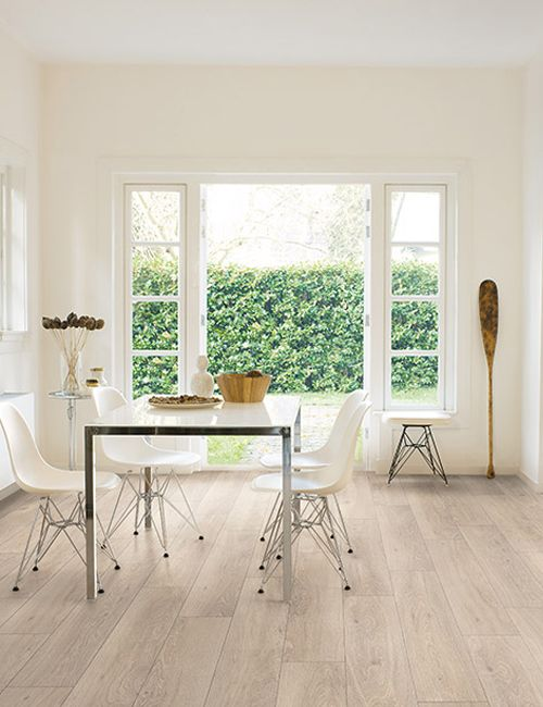 Panele podłogowe Classic Dąb Moonlight Jasny CLM1658  #vox #wystrój #wnętrze #floor #inspiracje #projektowanie #projekt #remont #pomysły #pomysł #podłoga #interior #interiordesign #homedecoration #podłogivox #drewna #wood #drewniana #panele #livingroom  #pokuj #pokoj #dom #mieszkanie  #kuchnia