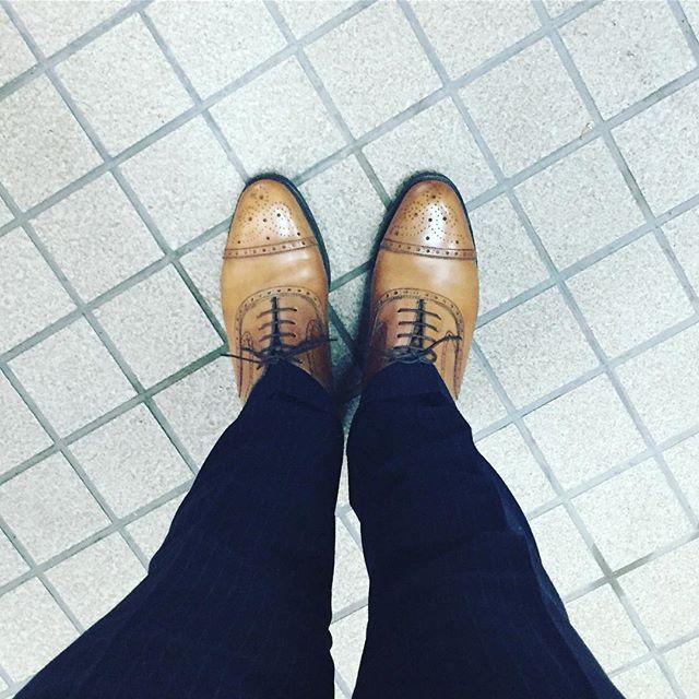 2016/11/27 08:36:53 ryokanazawa やはり、車を洗わなくてよかった…  とりあえず、朝マック行って、今日の昼からの予定を考えます。  今日の足元は、ジョンストンアンドマーフィーです。 1年振りに履きました。  #福岡 #北九州 #若松 #若戸大橋 #渡船 #オールデン #ジェイエムウエストン #ジョンストンアンドマーフィー #セミブローグ #革靴 #茶色 #スーツ #コート #マフラー #アウディ #A5 #スポーツバック #朝マック #ソーセージエッグマフィン #ハッピーセット