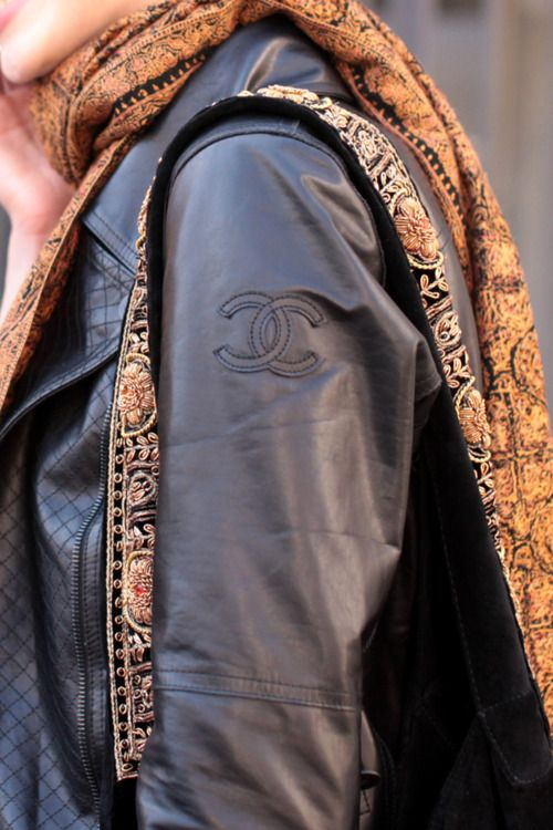 Achados........dali e daquiCoco Chanel, Summer Outfit, Fashion Style, Chanel Jackets, Baby Style, Leather Jackets, Painting Lady, Style Fashion, Chanel Leather