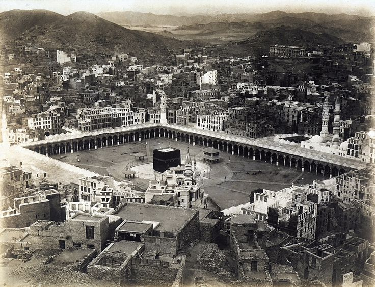 1935: Aerial view of the Mecca with the porticoes which surround the Ka'bah