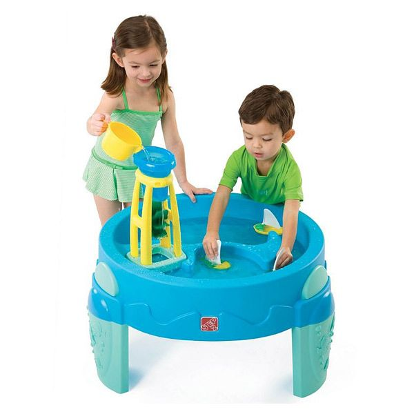 Bac à eau avec moulin Step 2 : Ce bac à eau en plastique permettra à votre enfant d' arroser le moulin afin de le faire tourner, faire flotter des bateaux ou encore s'amuser avec l'...King Jouet, retrouvez tout l'univers, bacs à sable - Sport et Jeux de plein air