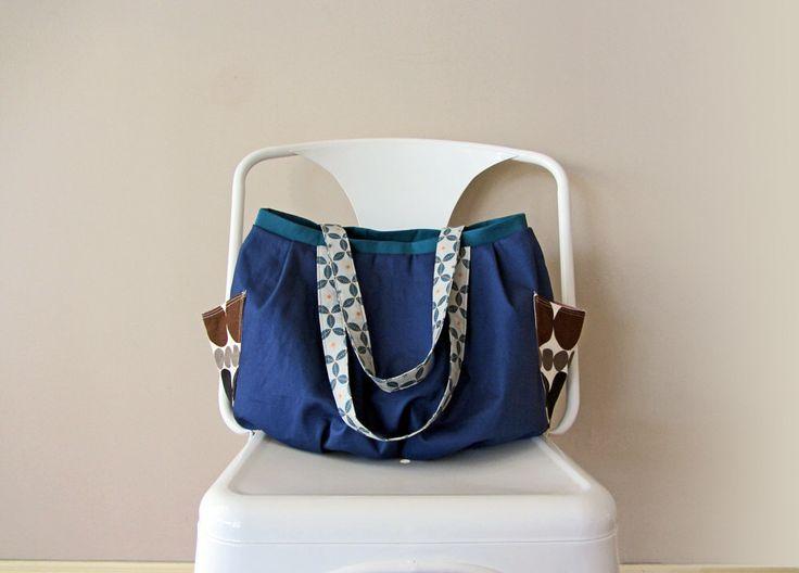 Navy shoulder bag, canvas tote bag, medium tote bag, gift for her, sac du potiron(Etsy のMihotchStitchより) https://www.etsy.com/jp/listing/255278796/navy-shoulder-bag-canvas-tote-bag-medium