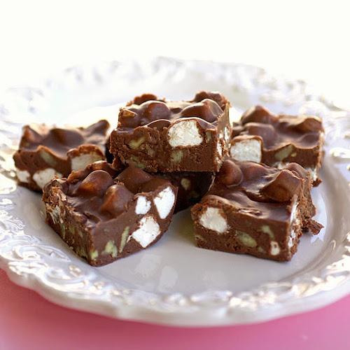 Phat Cow Fudge: Chocolates Chips, Fudge Recipes, Tasti Recipes, Phat Cows, Chocolates Bar, Families Recipes, Rocky Roads Fudge, Rocky Road Fudge, Cows Fudge