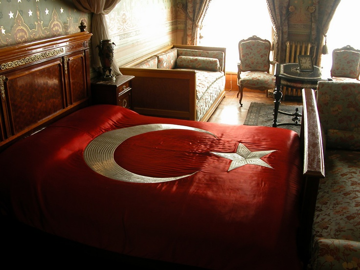Ataturk's Death Bed - Dolmabahce Palace, Istanbul - Photo