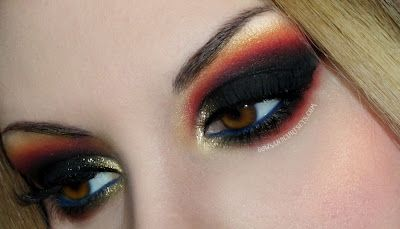 wow!!!  Hunger Games District 12 inspired eyes, pretty incredible!