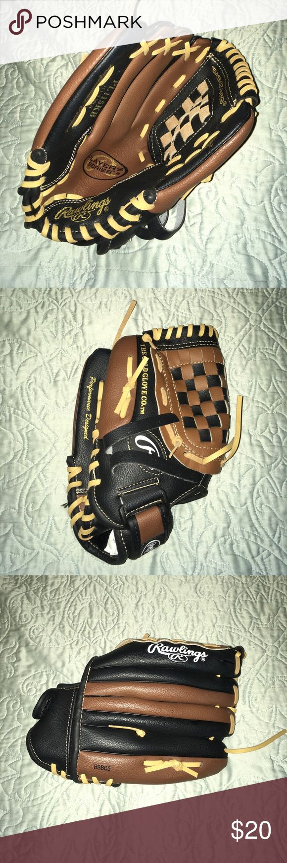 NWOT Rawlings Youth Baseball Glove 11 1/2 New never used baseball glove for players who are left handed and catch with their right hand Rawlings Other
