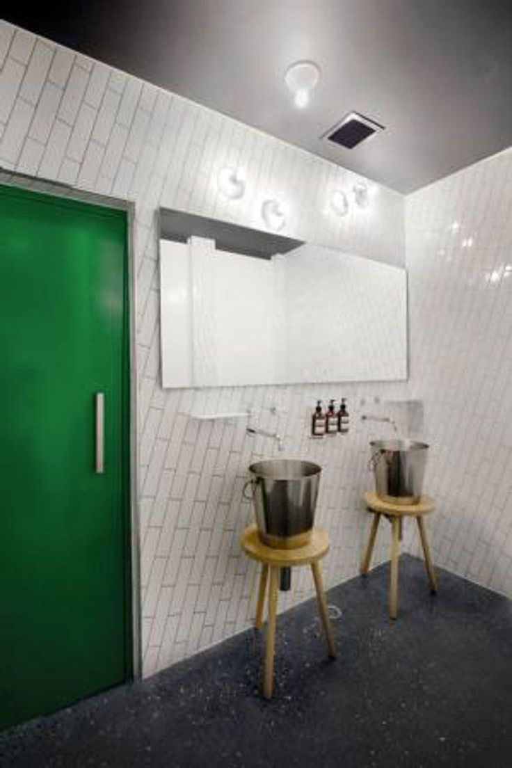 Salle De Bain Design Carrelage Blanc Pose Diagonale Quirky Bathroom Restroom Design Bathroom Solutions