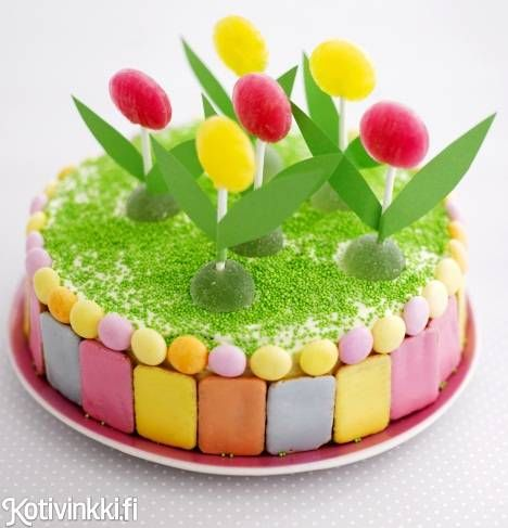 Täydellinen kakku lastenjuhliin. Koristele kakku huolellisesti pestyillä leluilla. / Time to party boys and girls. Decorate children´s party cake with toys which have first been washed carefully. #kidsparty #birthdaycake #childrensparty