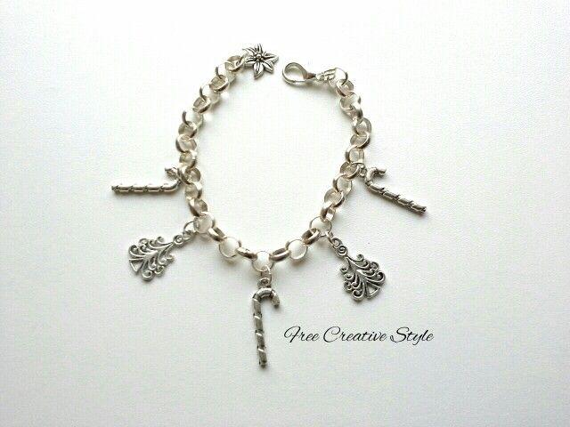 Regalati un sorriso con una mia piccola creazione di #Natale. http://passione-creativa.blogspot.it  #bracelet #bracciale #jewellery #bijouxlovers #bijoux #Natale #Christmas #ideeregalo