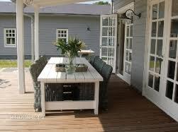 Mooie combi; houten vloer met grijze wanden en witte kozijnen www.decohomebos.nl