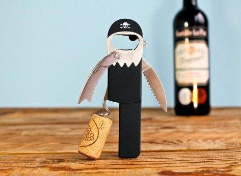 Deschizator de sticle Pirat - Mindblower Pentru prietenii care iubesc vinul, Deschizatorul de sticle Pirat este cadoul care ii va veni ca o manusa.