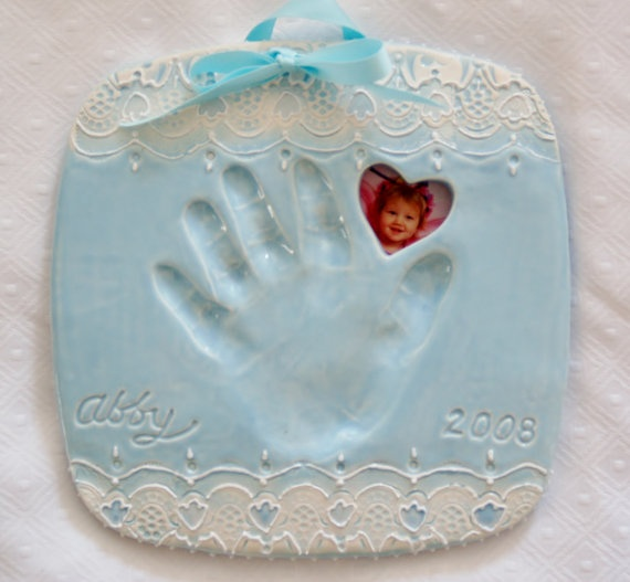 so easy! Oven bake sculpey, lace, baby's hand print, cut holes for ribbon and pic, and acrylic paint... so doing this!!!
