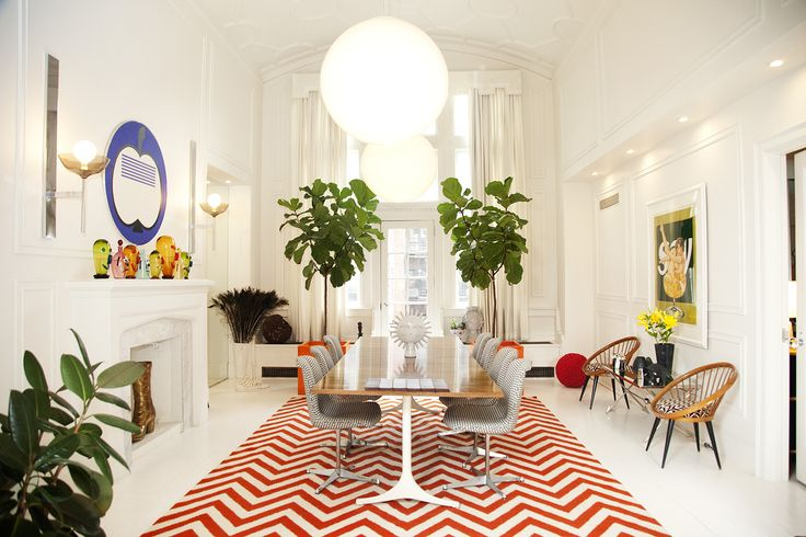 Simon Doonan and Jonathan Adler's home in New York City. Love the big scale greenery and the bright pops of colour on an all-white canvas with high ceilings. I also spy Yngve Ekstrom's Circle Chair.