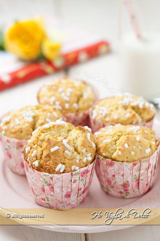 Muffin alla ricotta, ricetta facile e veloce. Dolcetti sofficissimi per la colazione e la merenda, la ricotta nell'impasto li rende morbidissimi e leggeri.