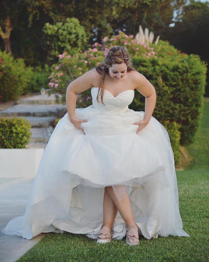 A bride wearing sneakers?! Why not?! 😍 #JosefinasPortugal