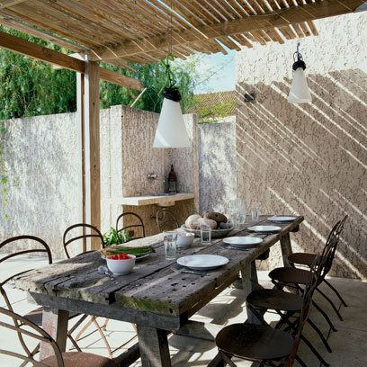 Rustic table and chairs: Small Garden