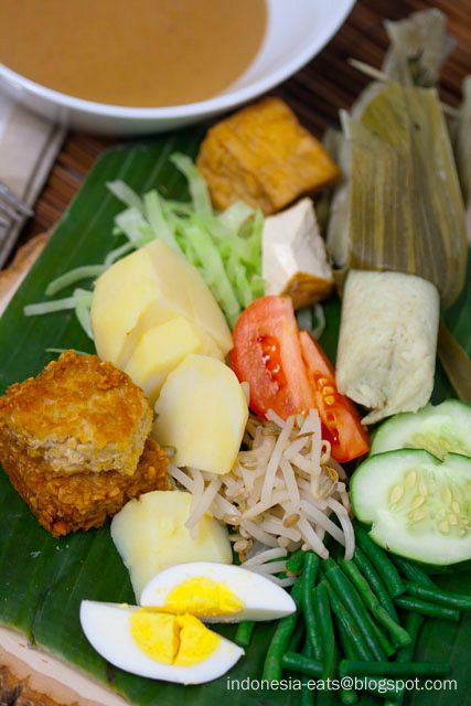 Gado-Gado, one of my very favourite dishes. I could eat anything with this peanut sauce. Whenever I make it, I always have to double the recipe 'cause I eat half of it as I cook.