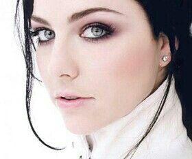 Amy Lee grunge makeup