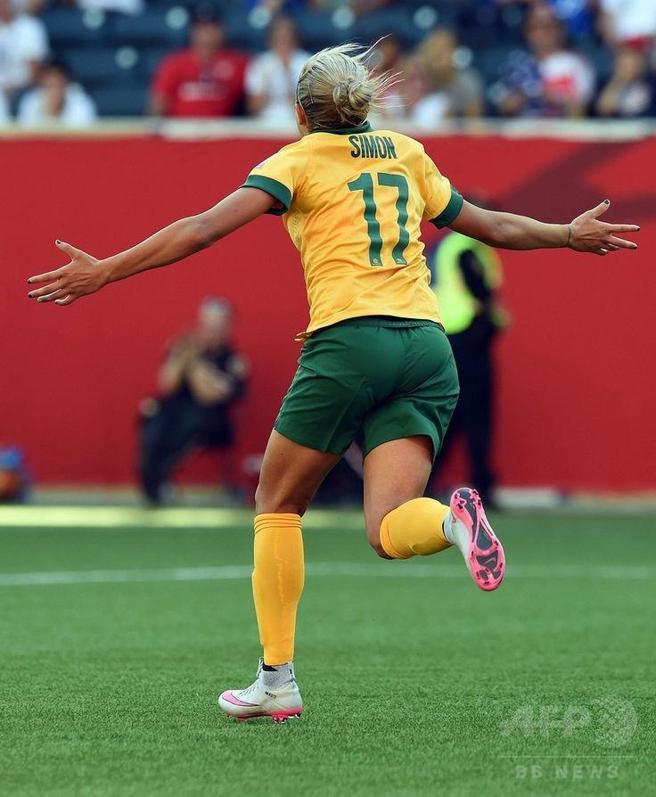 女子サッカーW杯カナダ大会・グループD、オーストラリア対ナイジェリア。得点を喜ぶオーストラリアのキア・サイモン(2015年6月12日撮影)。(c)AFP/JEWEL SAMAD ▼13Jun2015AFP|豪がナイジェリア下すも試合終了間際にハプニング、女子サッカーW杯 http://www.afpbb.com/articles/-/3051548 #2015_FIFA_Womens_World_Cup #Group_D_Australia_vs_Nigeria #Kyah_Simon (17)