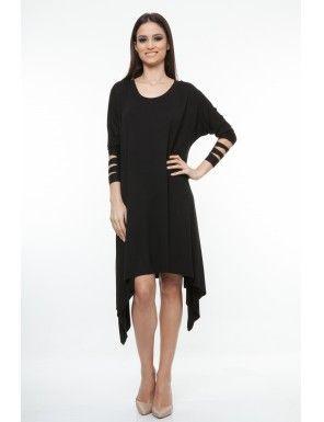 Rochie neagra cu maneca 3/4, Dona Kyros - Material: tricot 95% bumbac, 5% elastan.Culoare: negru. - Rochie croiala larga cu colturi laterale, fara terminatie, decolteu rotund.Se poate purta cu bocanci pentru un look cool sau cu stiletto pentru un look elegant.Modelul din imagine poarta S-M.<br/>Marimi disponibile: S/M,L/XL Colectia Rochii mini de la  www.rochii-ieftine.net