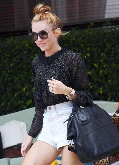 Shorts and shades: Super Shorts, Shades, Cute Style, Short Shorts, Shorts Shorts, Style Inspiration