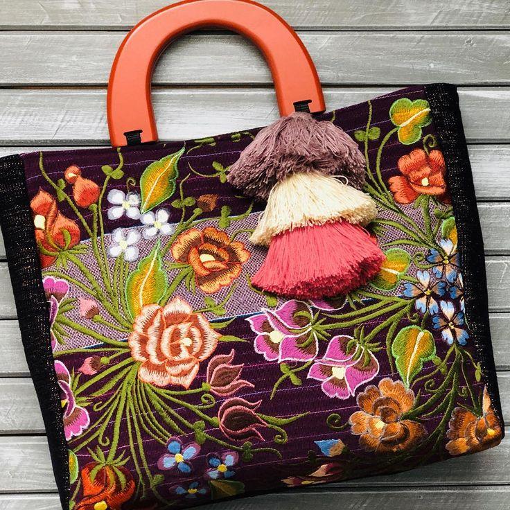 Los hermoso de las flores en una sola bolsa  Conoce más de nuestras artesanías e…