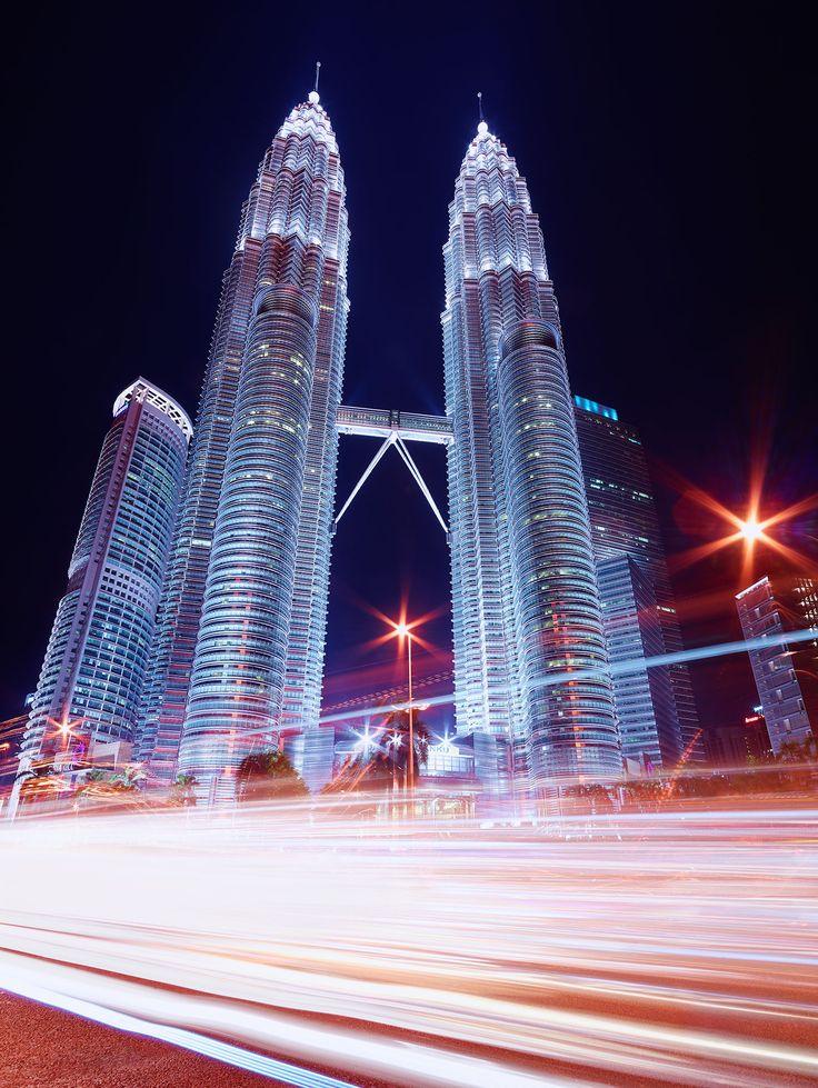 Kuala-Lumpur-KLCC-Petronas-Towers-Skyline-Cityscape-Night-Light-Trails-City-Roads-Paul-Reiffer-Landscape-Photography@2x.jpg (1446×1925)