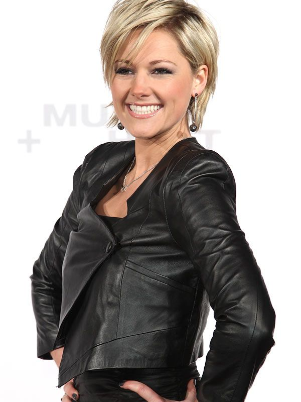 German singer Helene Fischer wears my favourite hair style. - Helene Fischer ein Show - Superstar aus Germany - Video Kommunikation http://www.streamlife.biz/vpUN224