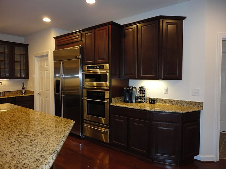 St cecilia granite dark cabinets dark hardwood floors for Cherry bordeaux kitchen cabinets