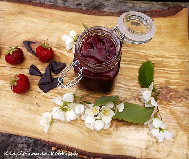 Kääpiölinnan köökissä: Cointreaulla maustettu rosepippurinen suklaa-mansikkahillo