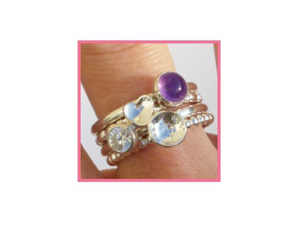 Mix and Match en stel zo je eigen set ringen samen! De ringen zijn 2mm dik en de stenen hebben een diameter van 6mm.